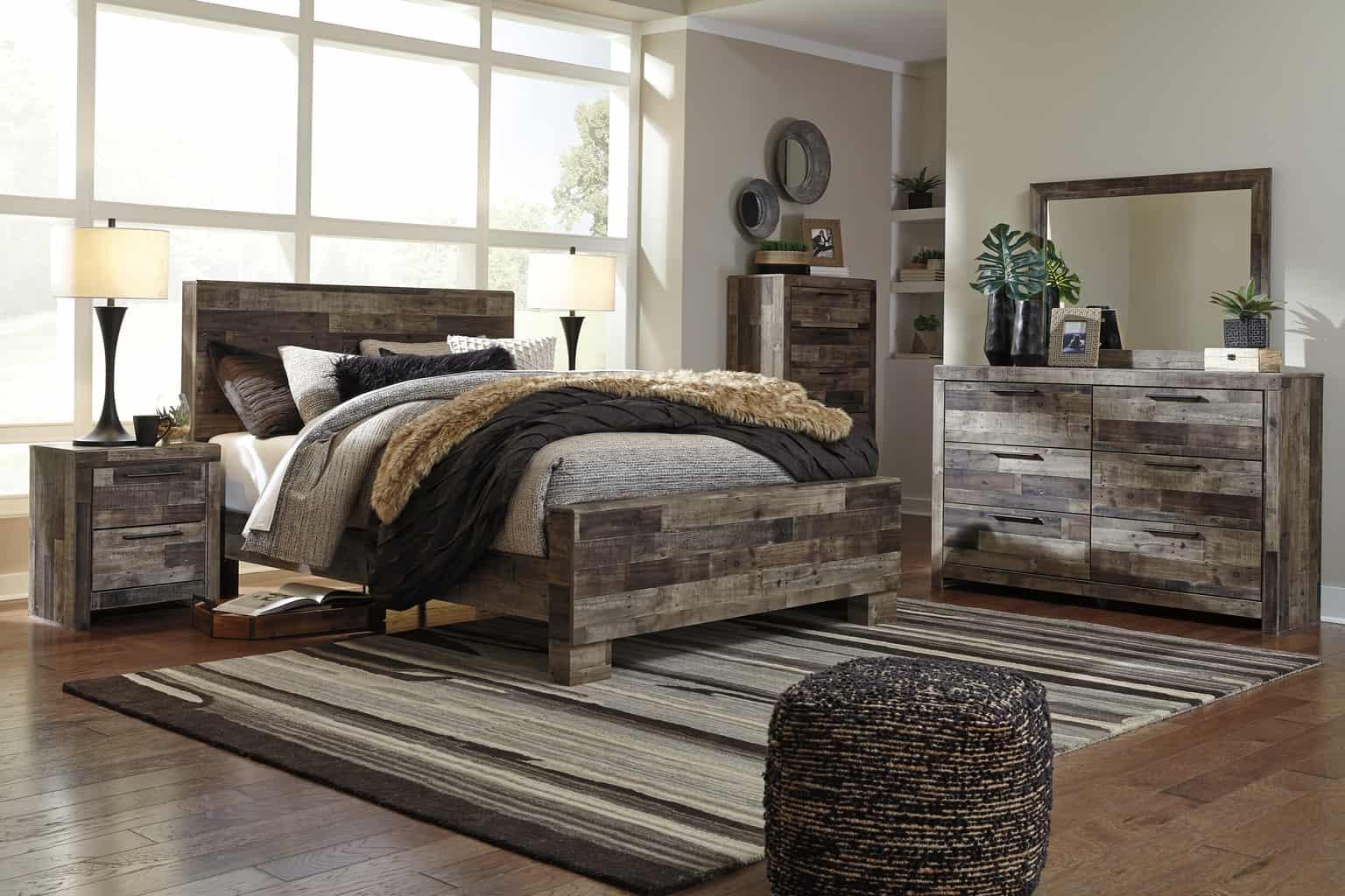 Derekson Multi-Gray Queen Panel Bedroom Set