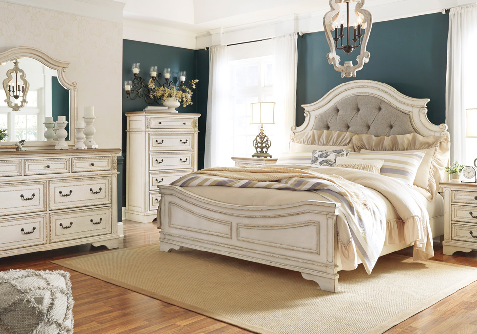 Realyn Two Tone Queen Panel Bedroom Set Lexington